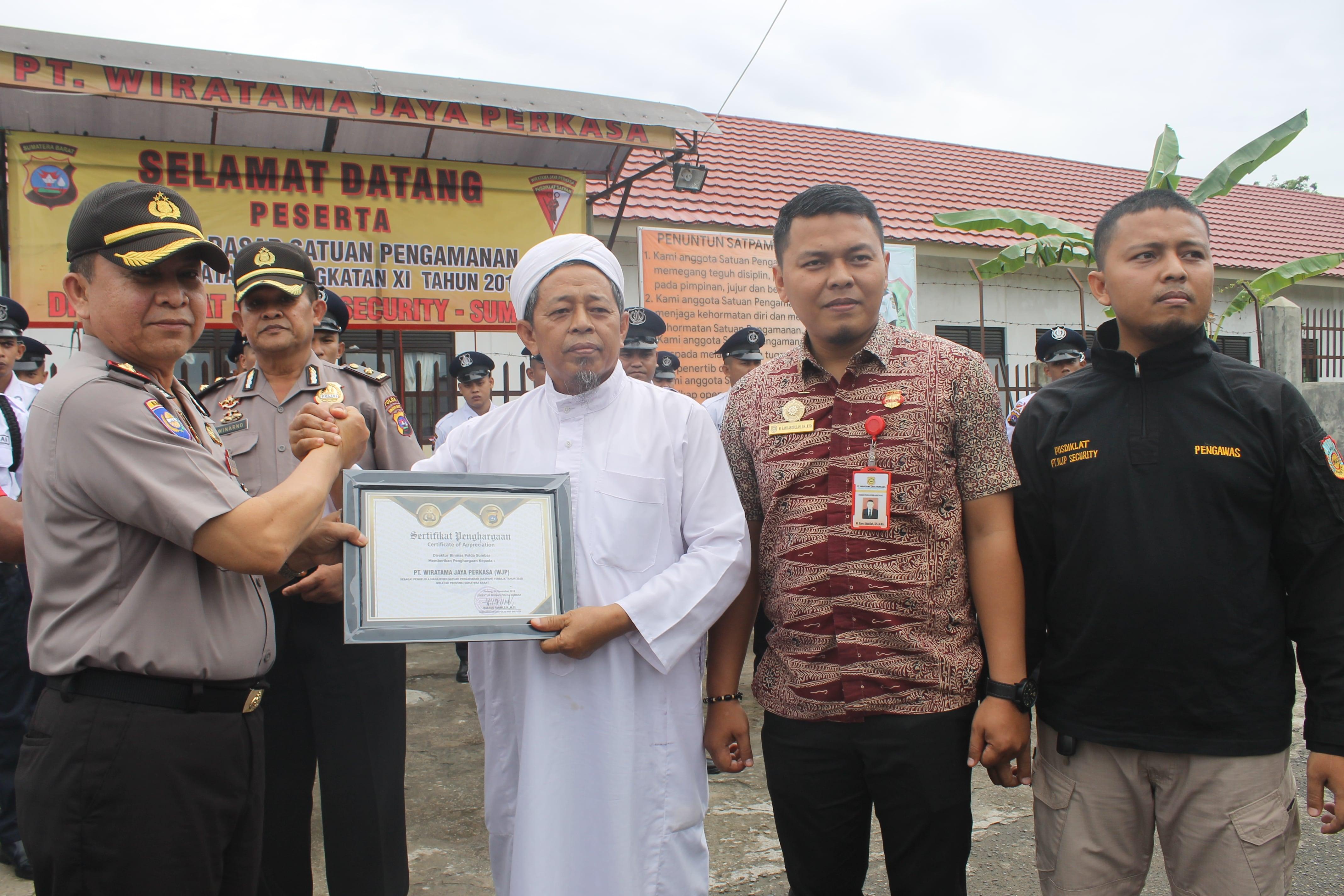 PT Wiratama Jaya Perkasa mendapatkan sertifikat penghargaan dari BINMAS POLDA SUMBAR